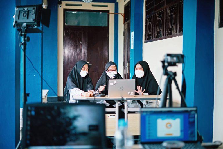 Read more about the article Perkuat Silaturahmi Melalui Classmeet Online